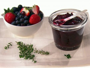 GH0329H_mixed-berry-and-thyme-jam_s4x3