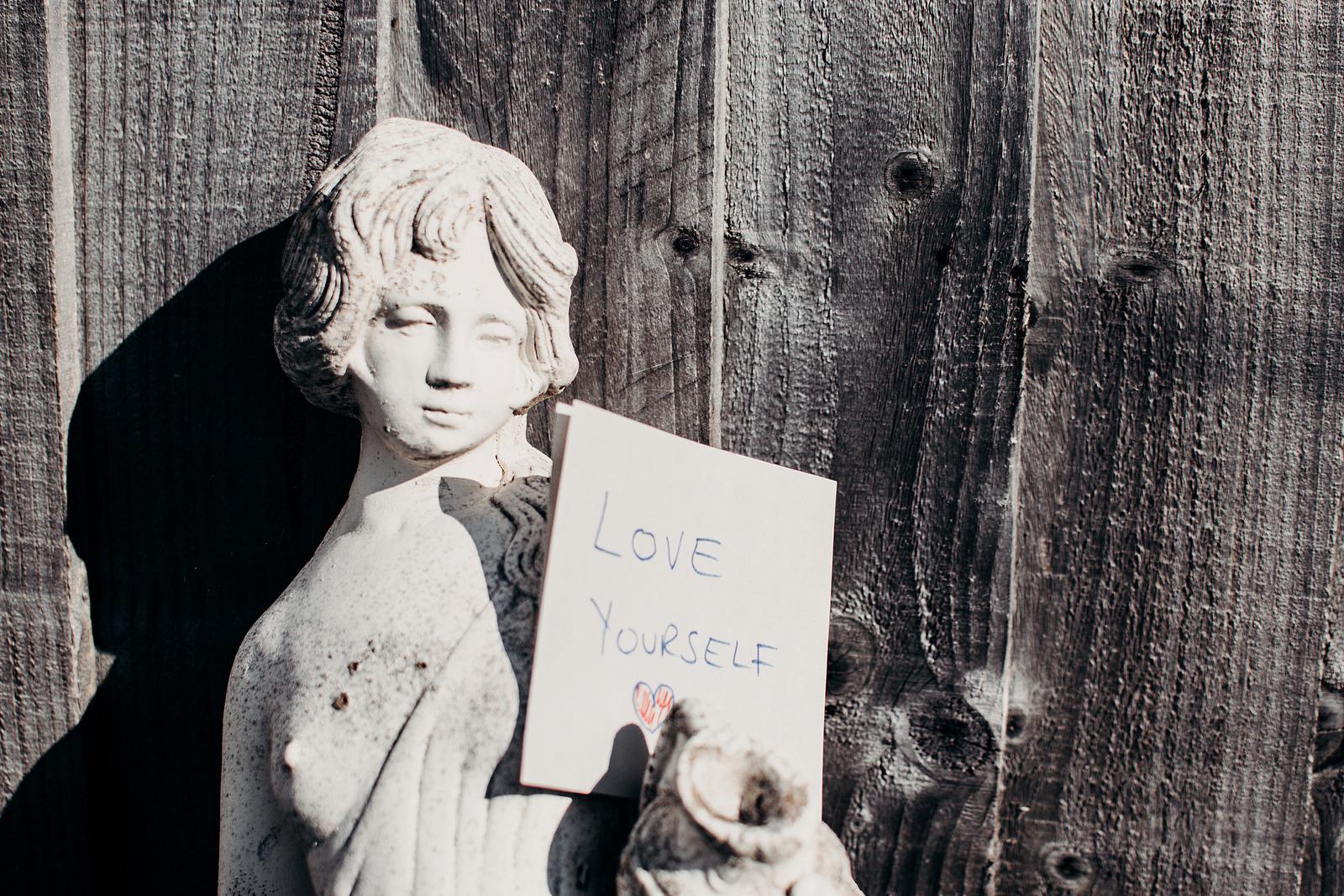 Да обичаш и уважаваш себе си